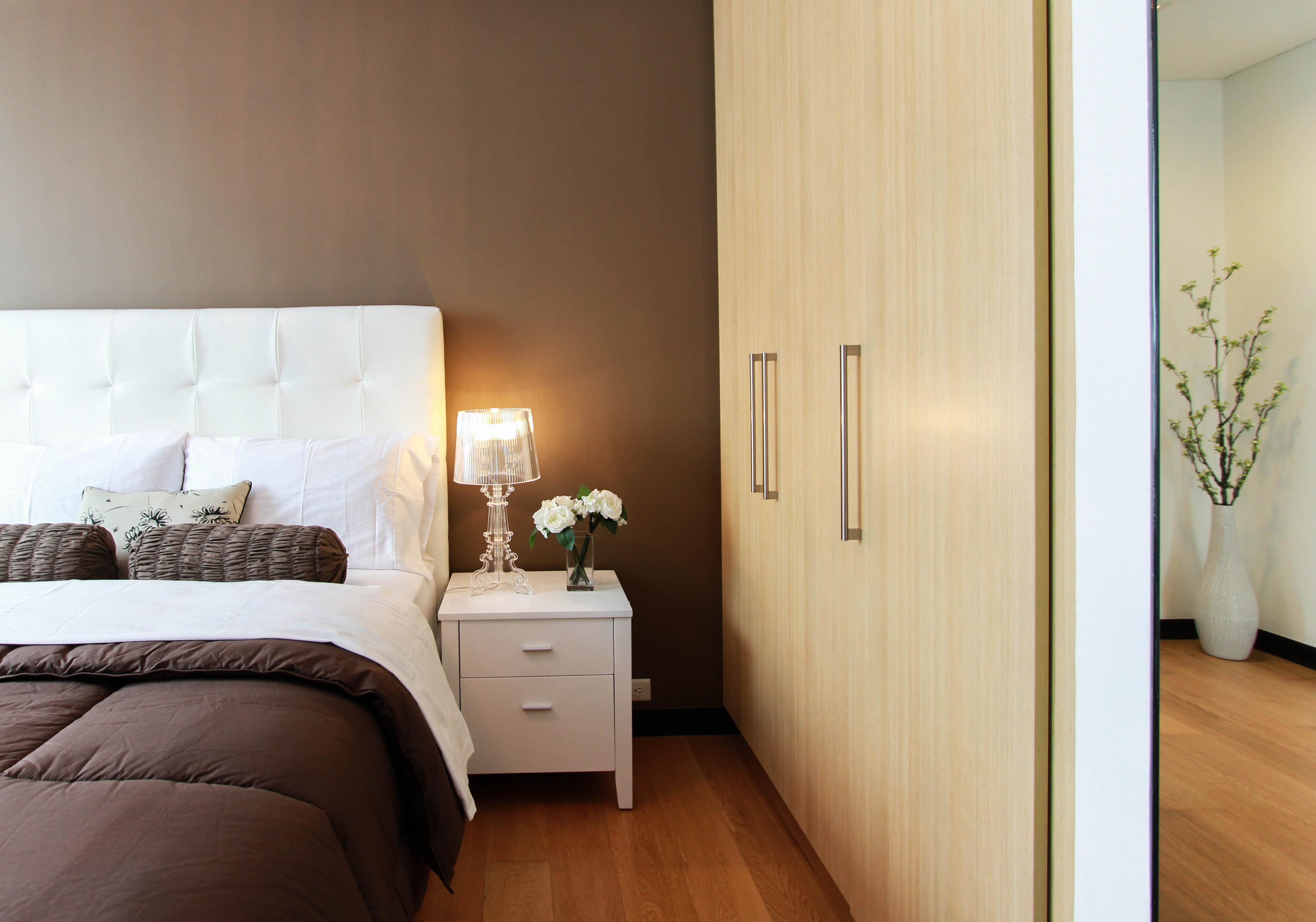 bed-bedroom-closet-90319.jpg
