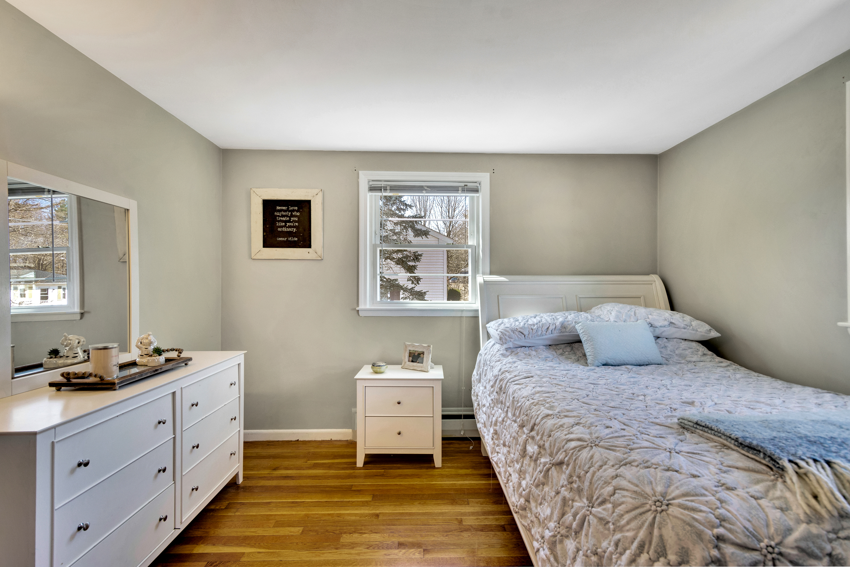 11-bedroom1.jpg